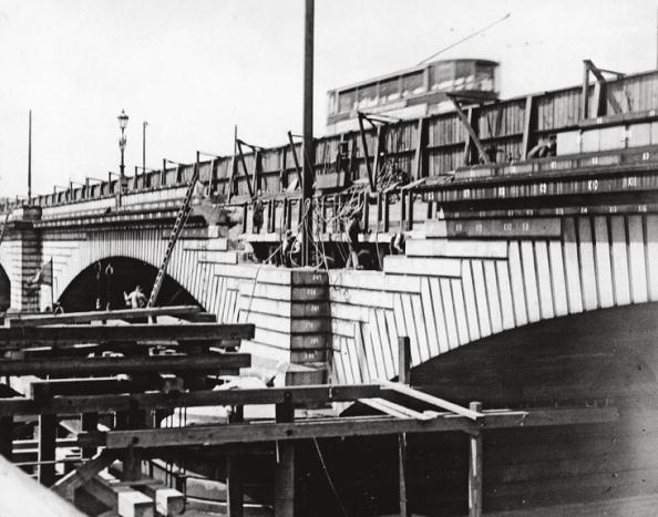 Construction Equipment「Putney Bridge」:写真・画像(17)[壁紙.com]