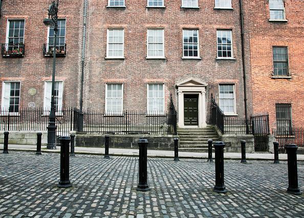 Bollard「Georgian houses, Henrietta St, Dublin, Ireland, 2008 Dating from the 1720s this is one of Dublin's earliest Georgian streets」:写真・画像(18)[壁紙.com]
