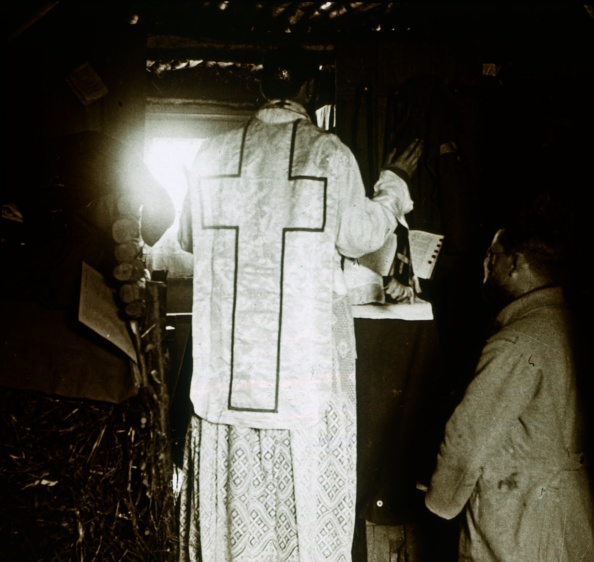 Religious Mass「Mass In The Trenches」:写真・画像(2)[壁紙.com]