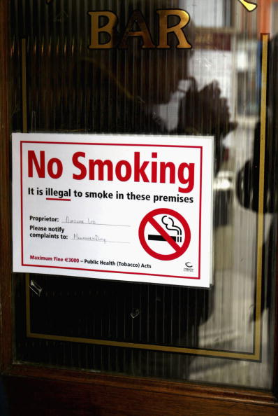 No Smoking Sign「Ireland Bans Smoking in All Pubs And Restaurants」:写真・画像(4)[壁紙.com]