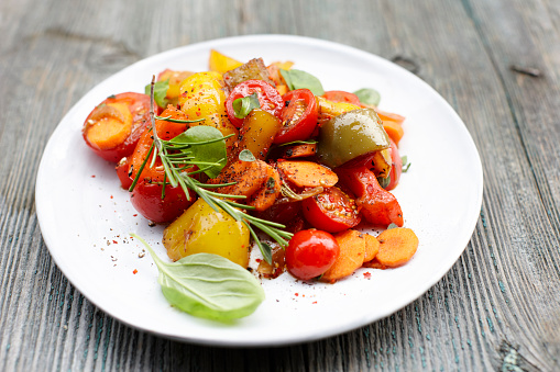Cherry Tomato「Plate of vegan antipasti」:スマホ壁紙(17)