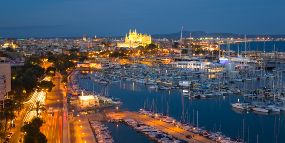 Boulevard「View across the harbour by night, Palma, Mallorca」:スマホ壁紙(13)