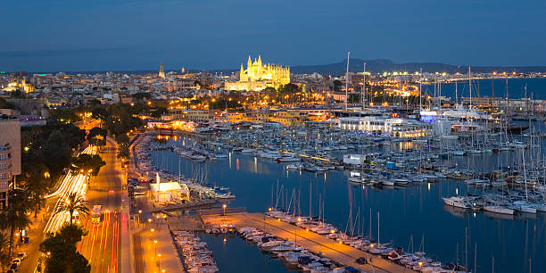 View across the harbour by night, Palma, Mallorca:スマホ壁紙(壁紙.com)