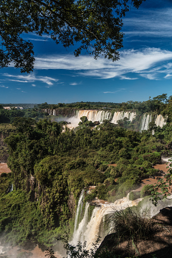 Vertical「View across the Upper Circuit of multiple waterfalls on the Argentinian side, Iguazu Falls (UNESCO World Heritage Site), Iguazu, Argentina」:スマホ壁紙(2)