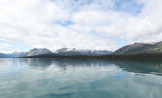 雲「View across wilderness lake and mountain scene」:スマホ壁紙(15)
