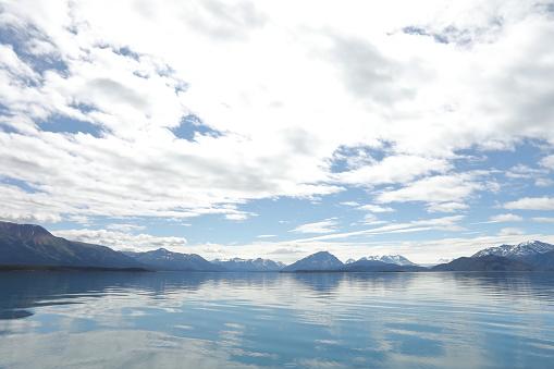 雲「View across wilderness lake and mountain scene」:スマホ壁紙(14)