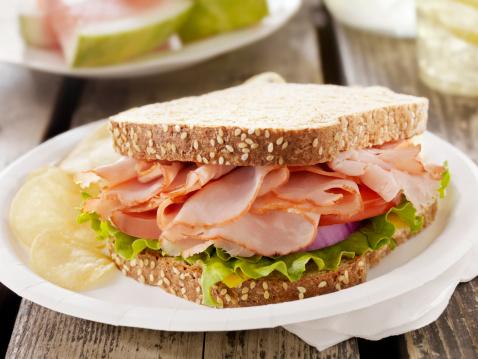 スイカ「ハムとチーズのサンドウィッチでピクニック」:スマホ壁紙(3)