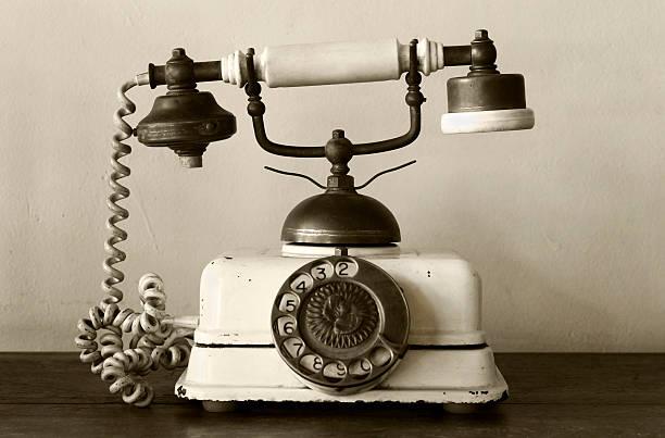 Very old telephone:スマホ壁紙(壁紙.com)