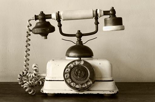 Sepia Toned「Very old telephone」:スマホ壁紙(11)