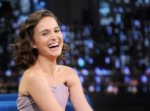 "Natalie Portman「Natalie Portman Visits ""Late Night With Jimmy Fallon""」:写真・画像(14)[壁紙.com]"