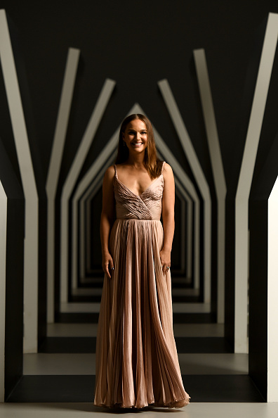 Studio Shot「Natalie Portman Portrait Session At NGV Gala 2018」:写真・画像(8)[壁紙.com]