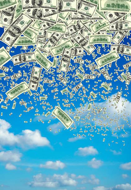 falling money over clear sky:スマホ壁紙(壁紙.com)