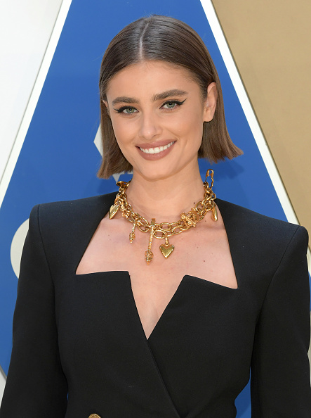 Necklace「The 54th Annual CMA Awards - Arrivals」:写真・画像(13)[壁紙.com]