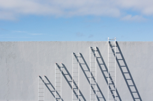 Sequential Series「Row of different sized ladders leaning against concrete wall」:スマホ壁紙(17)