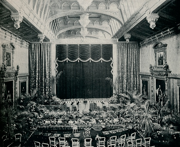 Elizabethan Style「'The Waterloo Chamber, Windsor Castle, Fitted as a theatre for the State Plays of 1891', c1891,(1901 Artist: Eyre & Spottiswoode」:写真・画像(19)[壁紙.com]