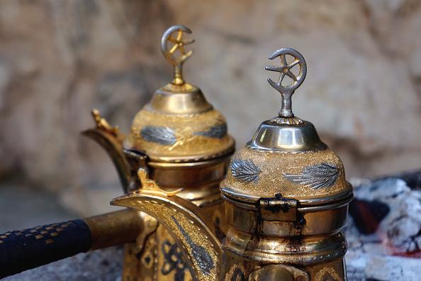Two Objects「Metal Teapots」:写真・画像(13)[壁紙.com]