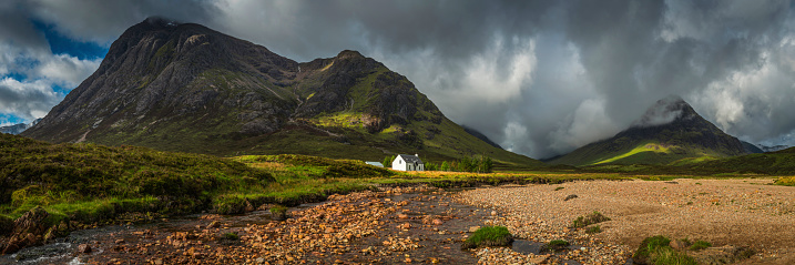 Pasture「Mountain cottage below dramatic wilderness peaks panorama Glencoe Highlands Scotland」:スマホ壁紙(2)