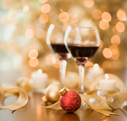 Focus On Foreground「Wine and Christmas Lights」:スマホ壁紙(7)