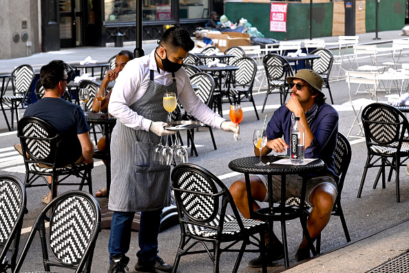 Dining「Re-opening Continues Across Densely Populated New York And New Jersey Areas」:写真・画像(9)[壁紙.com]