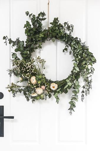 Pinaceae「Christmas Wreath hanging on a door」:スマホ壁紙(6)