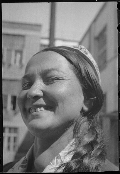 Uzbekistan「A Woman's Portrait」:写真・画像(2)[壁紙.com]