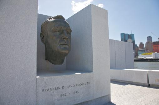 Franklin Roosevelt「Huge bronze head inset into monument」:スマホ壁紙(6)