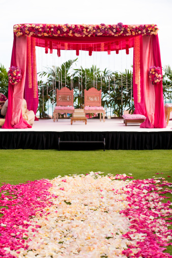 結婚「Pink and white flowers at Hindi wedding」:スマホ壁紙(8)