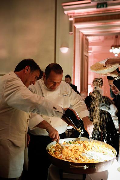 Social Gathering「Brunello Cucinelli Dinner Party during 97. Pitti Immagine Uomo」:写真・画像(4)[壁紙.com]