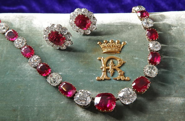 Jewelry「Rare Diamonds And Jewels Are Displayed Ahead Of A Sotheby's Auction」:写真・画像(0)[壁紙.com]