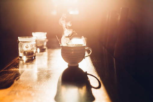Back Lit「Hot cup of tea in the morning light」:スマホ壁紙(14)