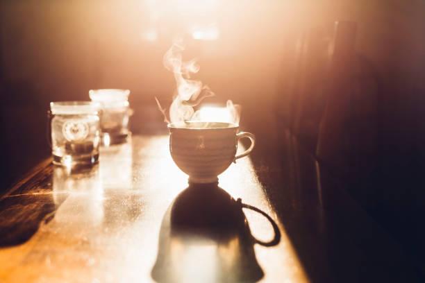 Hot cup of tea in the morning light:スマホ壁紙(壁紙.com)