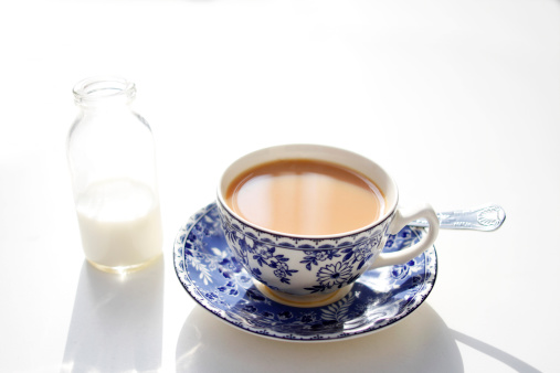 Tea「A hot cup of breakfast tea on a white table」:スマホ壁紙(10)