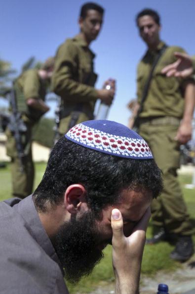 Skull Cap「Israeli Troops Close In On Settlers Occupying Hotel In Gush Katif」:写真・画像(8)[壁紙.com]