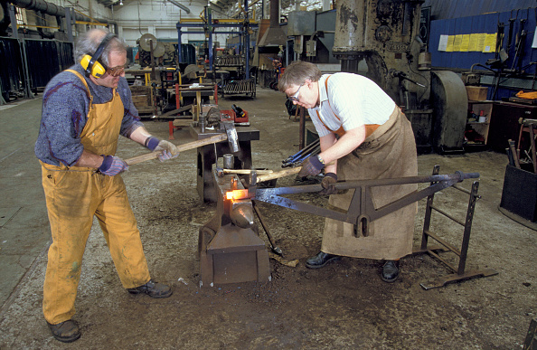 Wrought Iron「Workers carry out wrought ironwork in the forge at Wolverton Works. C1993」:写真・画像(13)[壁紙.com]