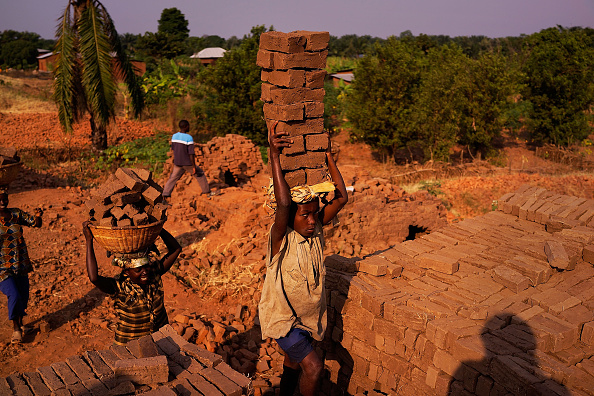 Small Office「Burundians Struggle To Make A Living As Political Crisis Continues」:写真・画像(0)[壁紙.com]