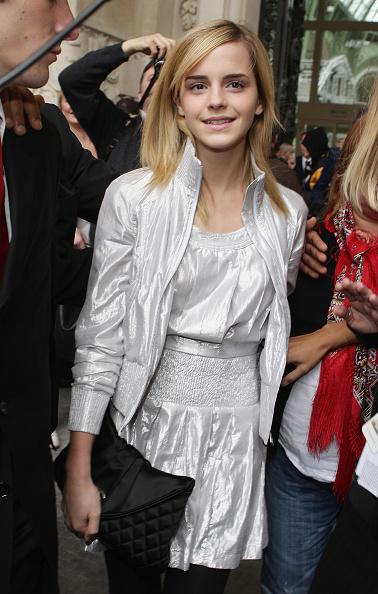 エマ・ワトソン「Chanel - Paris Fashion Week- Spring/Summer '09」:写真・画像(1)[壁紙.com]