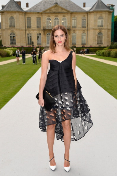 エマ・ワトソン「Christian Dior: Front Row - Paris Fashion Week : Haute-Couture Fall/Winter 2014-2015」:写真・画像(4)[壁紙.com]