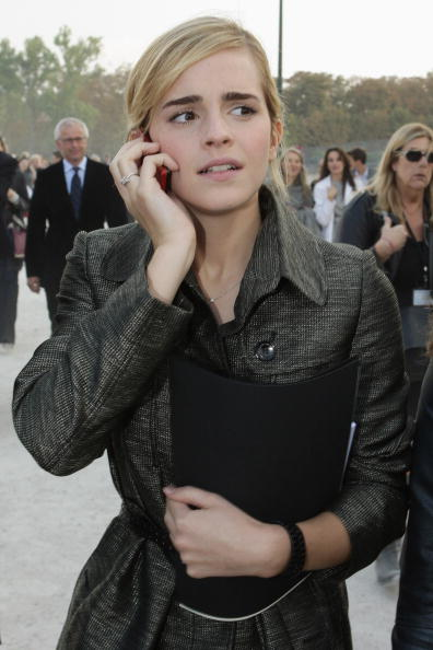 エマ・ワトソン「Christian Dior - Paris Fashion Week- Spring/Summer '09」:写真・画像(2)[壁紙.com]