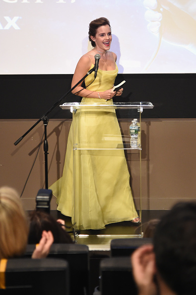 エマ・ワトソン「Emma Watson, Who Stars As Belle In Disney's Beauty And The Beast, Shares Her Love Of Books With Children From The NY Film Society For Kids At Lincoln Center's Beale Theater」:写真・画像(16)[壁紙.com]