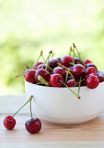 Bowl「Fresh cherries」:スマホ壁紙(8)