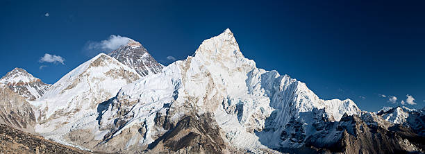 Mount Everest, Lhotse and Nuptse from Kala Pattar:スマホ壁紙(壁紙.com)