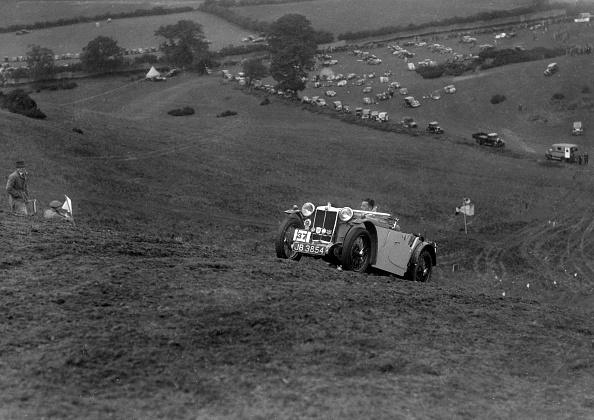 Country Road「MG PA of the Cream Cracker team competing in the MG Car Club Rushmere Hillclimb, Shropshire, 1935」:写真・画像(16)[壁紙.com]
