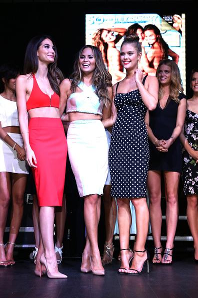水着「Sports Illustrated Hosts Club SI Swimsuit At LIV Nightclub Fontainebleau Miami Beach - Inside」:写真・画像(3)[壁紙.com]