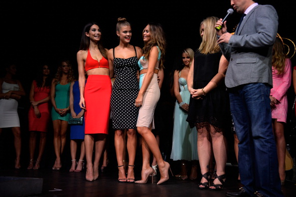 水着「Sports Illustrated Hosts Club SI Swimsuit At LIV Nightclub Fontainebleau Miami Beach - Inside」:写真・画像(4)[壁紙.com]