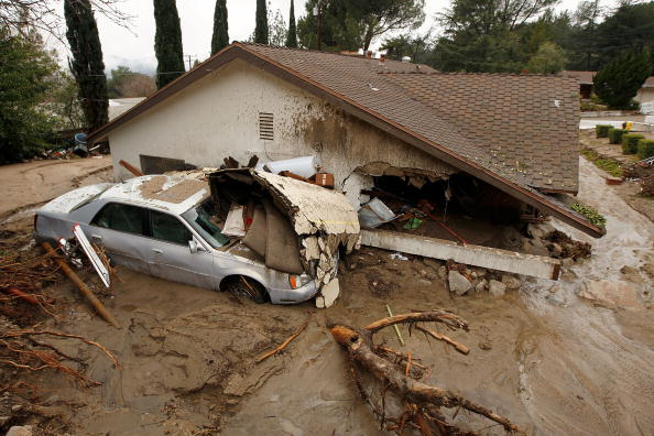 Rubble「Heavy Rains Cause Mudslides Forcing Evacuations North Of Los Angeles」:写真・画像(18)[壁紙.com]