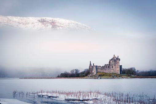 Ruined「Kilchurn Castle in the Winter」:スマホ壁紙(11)