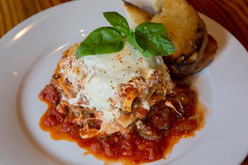 Tomato Sauce「Lasagna on White Plate」:スマホ壁紙(10)