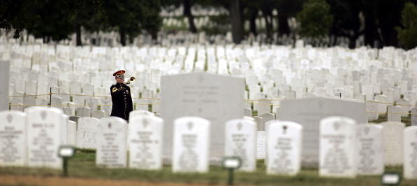 Virginia - US State「Female Soldier Killed In Iraq Buried At Arlington National Cemetery」:写真・画像(15)[壁紙.com]