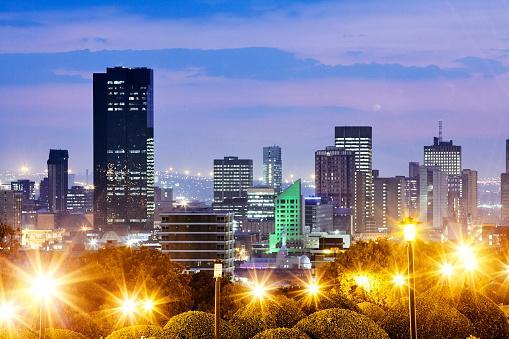 Pretoria「Elevated skyline of Pretoria illuminated at dusk」:スマホ壁紙(19)