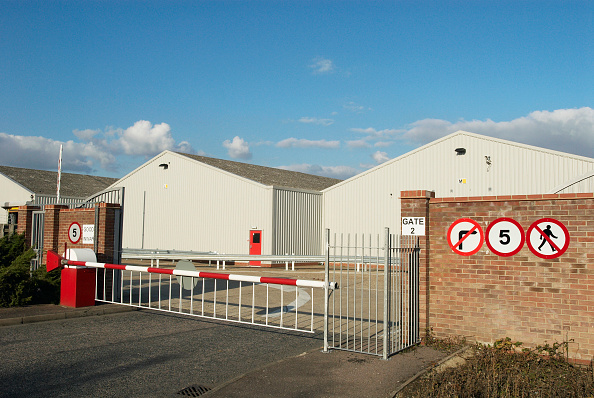 Sunny「Barrier gate at an entrance to a factory, Stowmarket, UK」:写真・画像(17)[壁紙.com]